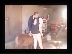 vaquera montada por perro